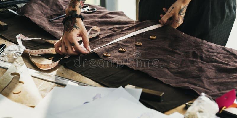 Concepto de Cutting Tailor Made del diseñador de moda fotografía de archivo