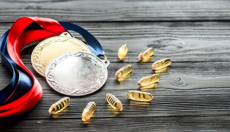 Concepto de doping en el deporte - medallas de la privación foto de archivo libre de regalías