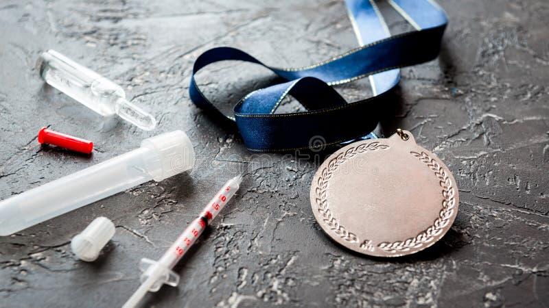 Concepto de doping en el deporte - medallas de la privación fotos de archivo