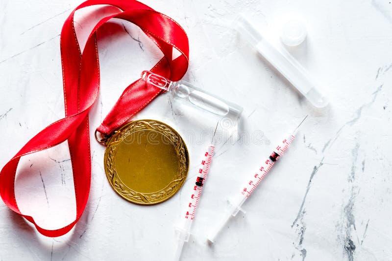 Concepto de doping en el deporte - opinión superior de las medallas de la privación imagen de archivo