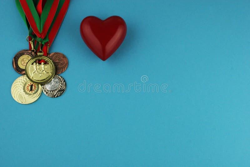 Concepto de doping en el deporte - opinión superior de las medallas de la privación Lugar para su texto imagen de archivo libre de regalías