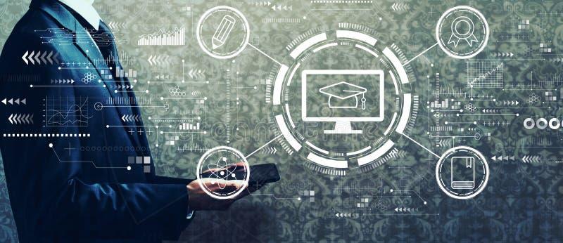 Concepto de e-learning con un hombre de negocios sosteniendo una tableta imagen de archivo libre de regalías