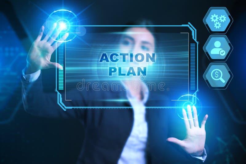 Concepto de empresa, tecnología, Internet y red Businessman presiona un plan de acción de botón en la tableta de pantalla virtual foto de archivo