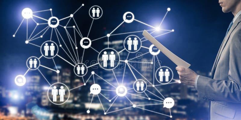 Concepto de establecimiento de una red moderno del negocio que conecta y coopera gente fotos de archivo libres de regalías