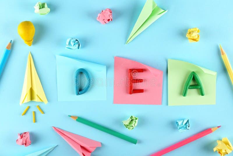 Concepto de flujo de la creatividad Fondo del papel azul foto de archivo libre de regalías