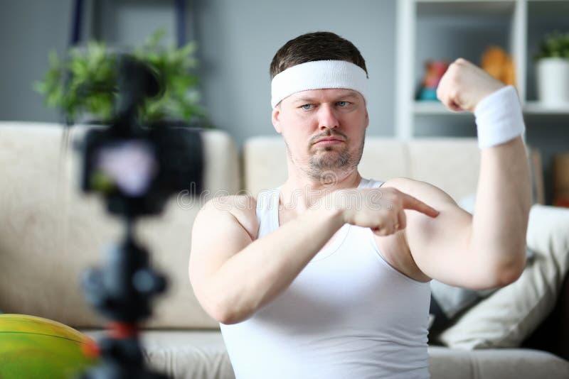Concepto de instructor de sexo masculino valiente de la aptitud fotos de archivo