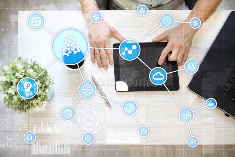Concepto de la automatización como innovación, mejorando productividad, confiabilidad en tecnología y procesos de negocio foto de archivo libre de regalías