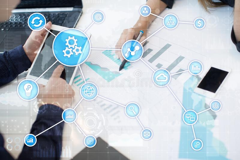 Concepto de la automatización como innovación, mejorando productividad, confiabilidad en tecnología y procesos de negocio imagen de archivo libre de regalías