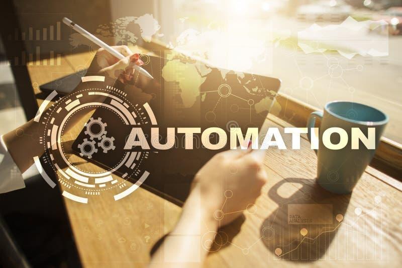 Concepto de la automatización como innovación, mejorando productividad, confiabilidad y repetibilidad en tecnología y negocio fotos de archivo