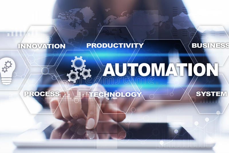 Concepto de la automatización como innovación, mejorando productividad en procesos de negocio imágenes de archivo libres de regalías