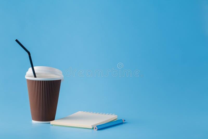Concepto de la buena mañana Espacio vacío para la inscripción Taza de café foto de archivo