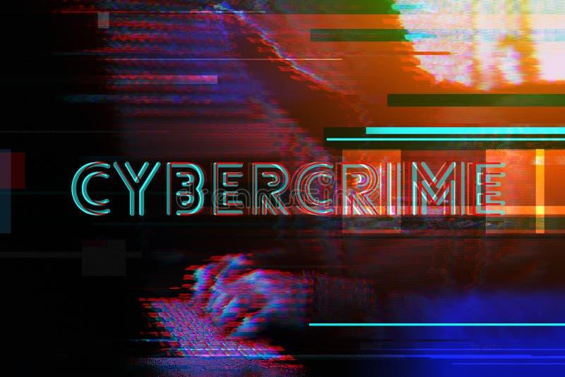 Concepto de la ciberdelincuencia con el teclado de ordenador del pirata informático que mecanografía encapuchado imagen de archivo libre de regalías