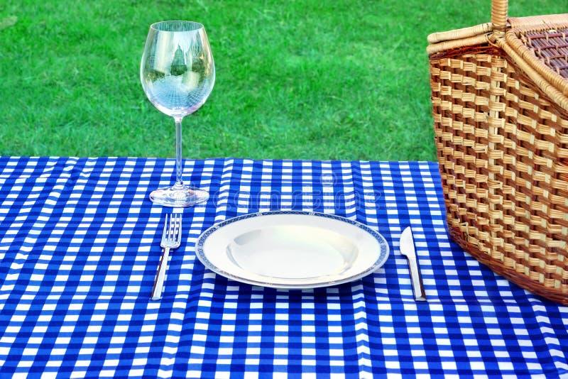 Concepto de la comida campestre del fin de semana imagen de archivo libre de regalías