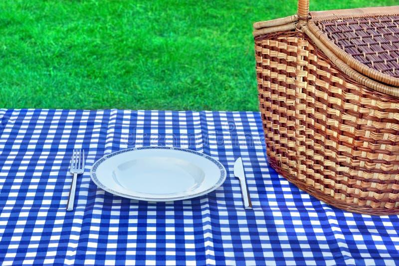 Concepto de la comida campestre del fin de semana del verano foto de archivo libre de regalías