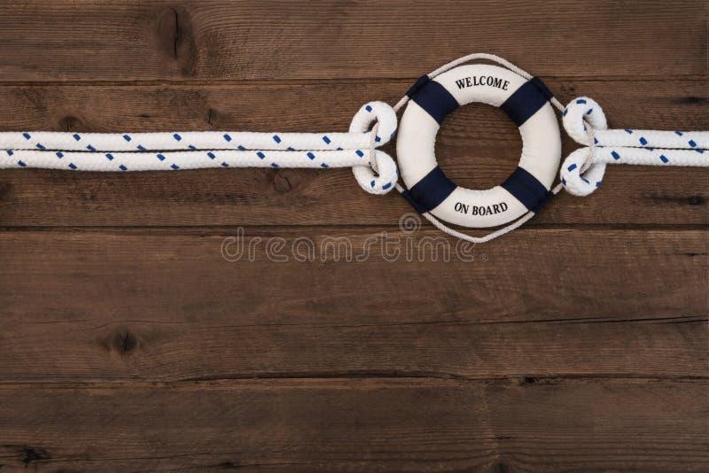 Concepto de la cooperación: Fondo náutico marrón de madera con un azul fotografía de archivo libre de regalías