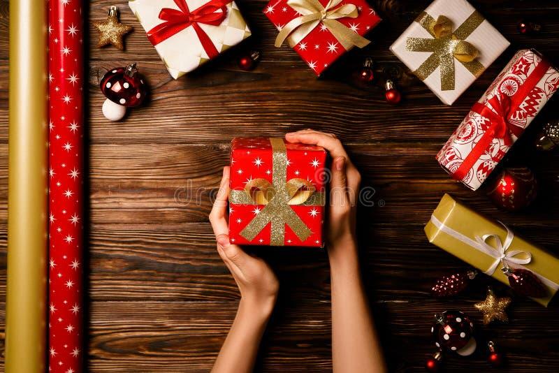 Concepto de la estación de vacaciones de invierno de la Navidad y del Año Nuevo fotografía de archivo libre de regalías