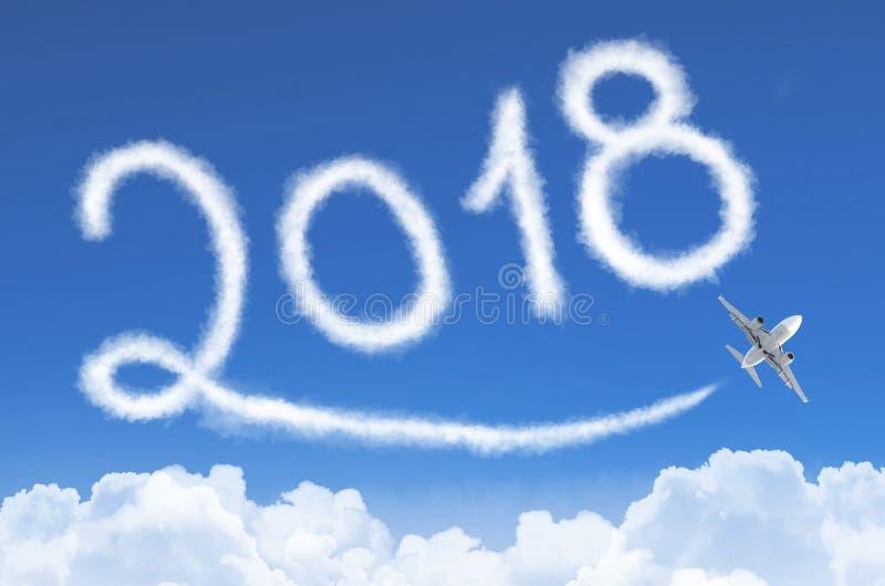 Concepto 2018 de la Feliz Año Nuevo Dibujo por la estela de vapor del vapor del aeroplano en cielo foto de archivo