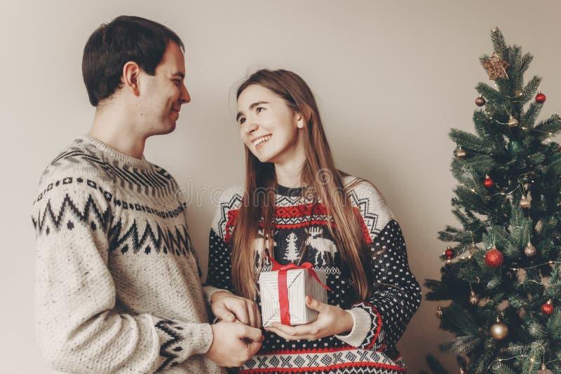 Concepto de la Feliz Navidad y de la Feliz Año Nuevo golpe elegante del inconformista foto de archivo