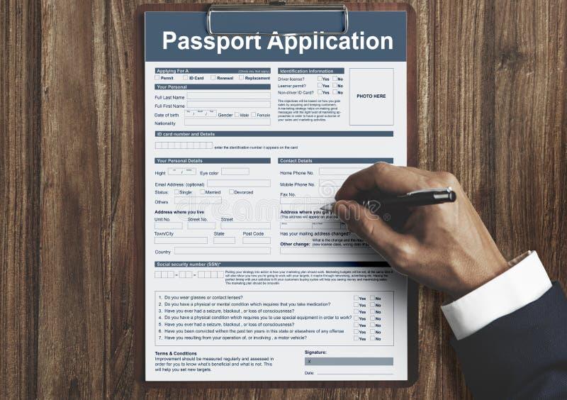 Concepto de la frontera nacional de la inmigración del uso de pasaporte foto de archivo libre de regalías