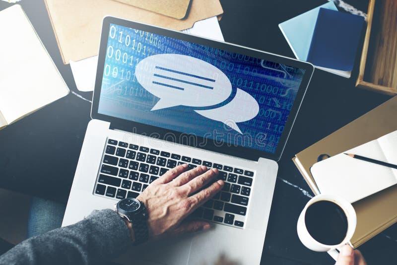 Concepto de la información de la conversación de las burbujas del discurso de la comunicación imagen de archivo libre de regalías