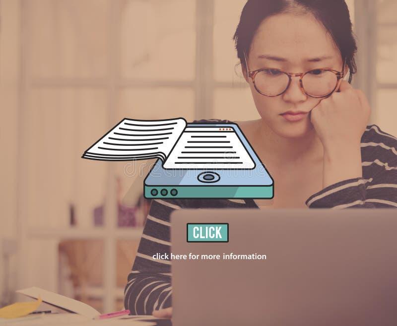 concepto de la lectura de la información electrónica de la educación de los E-libros fotografía de archivo libre de regalías