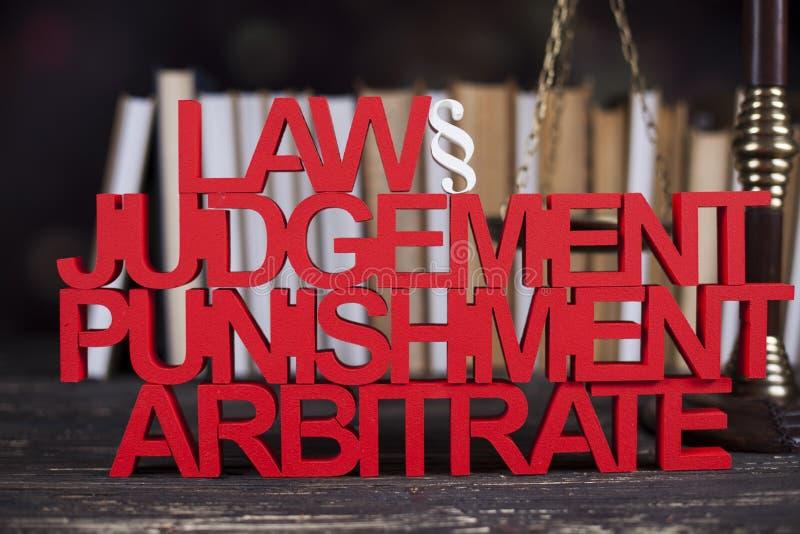 Concepto de la ley y de la justicia, código legal y escalas imagenes de archivo