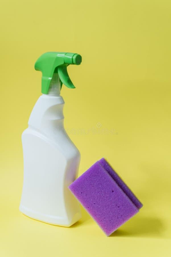 Concepto de la limpieza del hogar o del hotel fotos de archivo libres de regalías