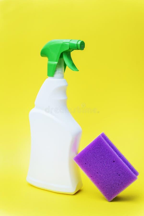 Concepto de la limpieza del hogar o del hotel foto de archivo libre de regalías