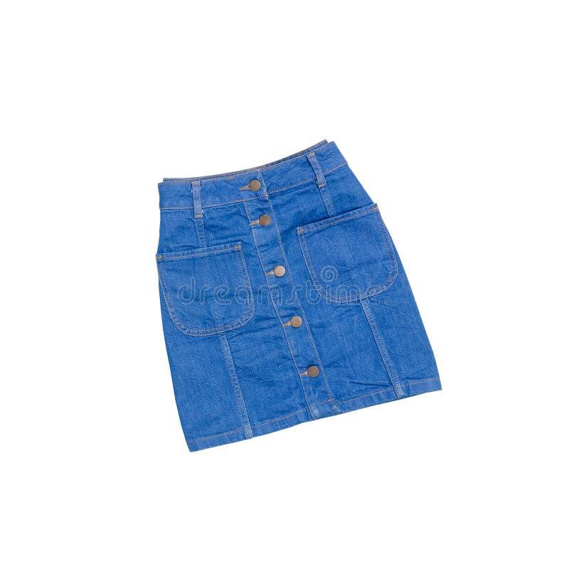 Concepto de la manera Falda azul del dril de algodón en un fondo blanco aislante imagen de archivo