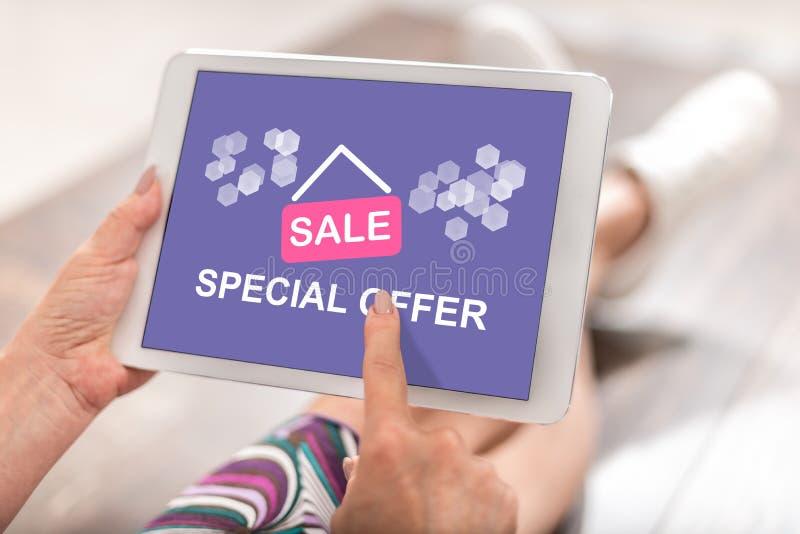 Concepto de la oferta especial en una tableta imagenes de archivo