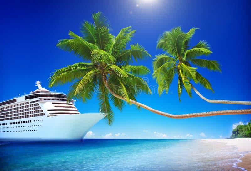 Concepto de la palmera del mar de la playa del barco de cruceros fotos de archivo libres de regalías