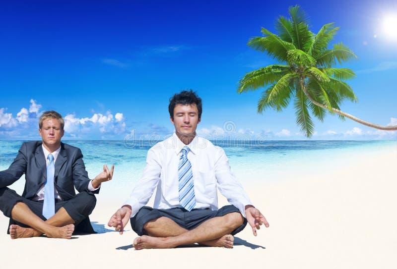 Concepto de la playa del ocio del verano de la meditación del negocio imagenes de archivo