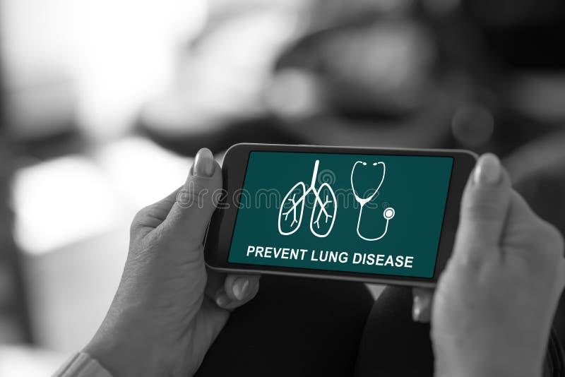 Concepto de la prevención de la enfermedad pulmonar en un smartphone imágenes de archivo libres de regalías