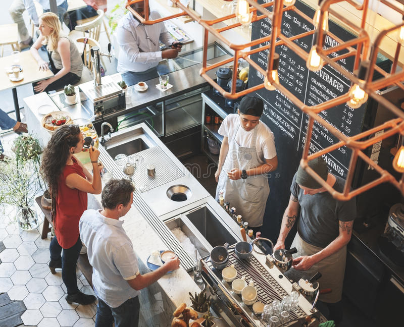 Concepto de la relajación del restaurante del café del contador de la barra de la cafetería fotografía de archivo