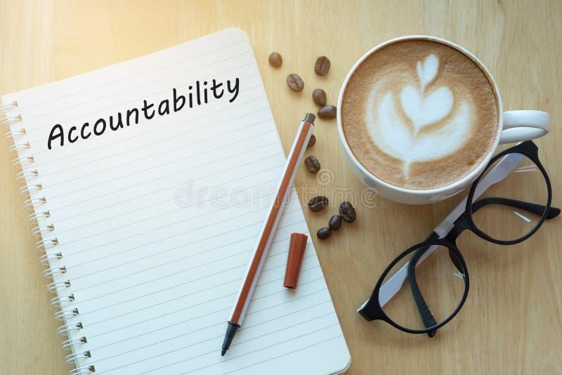 Concepto de la responsabilidad en el cuaderno con los vidrios, el lápiz y el coff foto de archivo