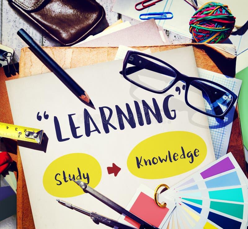 Concepto de la sabiduría de la escuela de las capacidades de leer y escribir foto de archivo libre de regalías