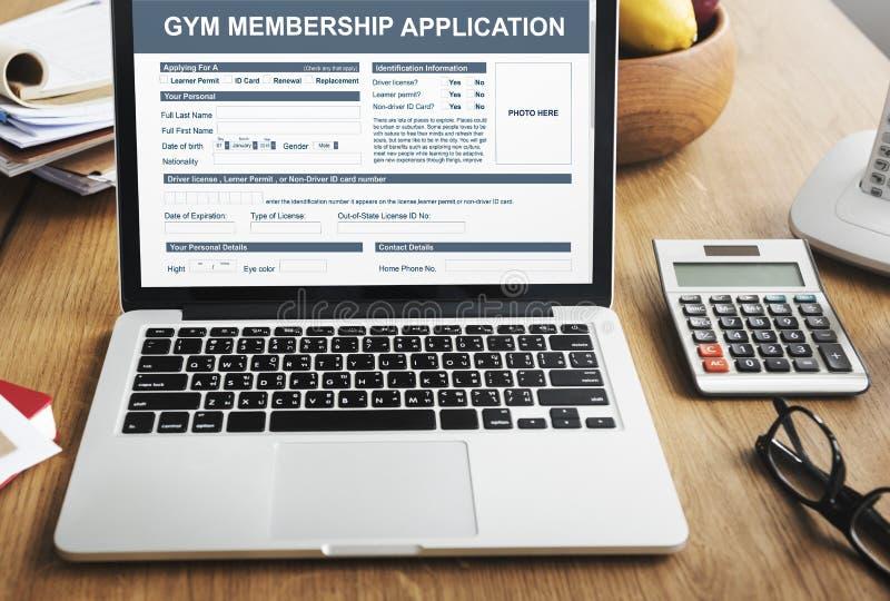 Concepto de la salud del uso de la calidad de miembro del gimnasio foto de archivo