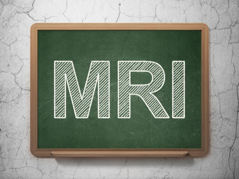 Concepto de la salud: MRI en fondo de la pizarra fotos de archivo libres de regalías