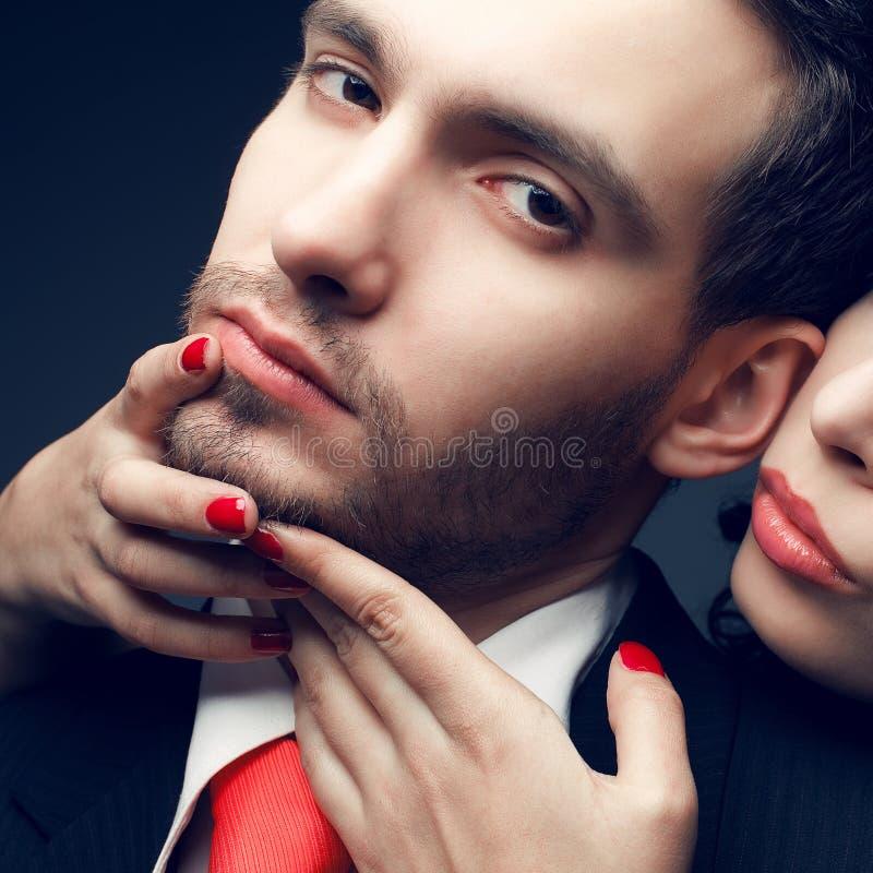 Concepto de la seducción Retrato de un par atractivo fotografía de archivo libre de regalías