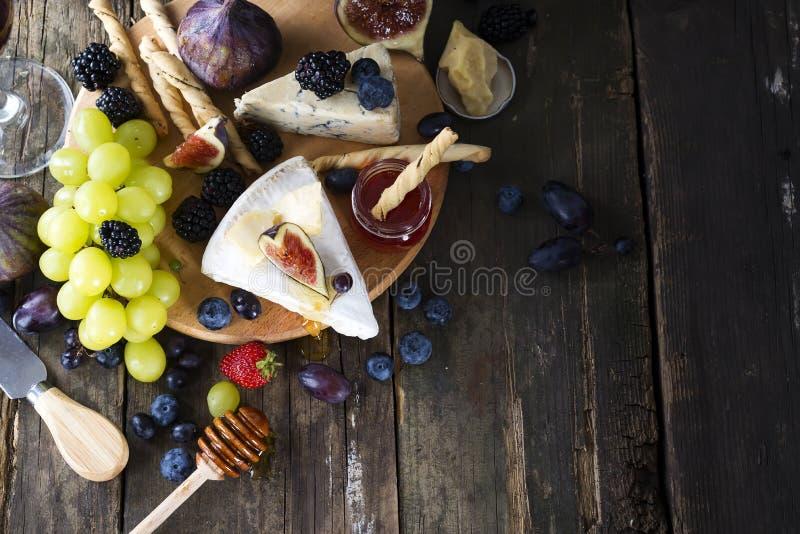Concepto de la tabla de los aperitivos para la cena mediterránea de oder del almuerzo Alimento italiano Visión de arriba Copie el imágenes de archivo libres de regalías