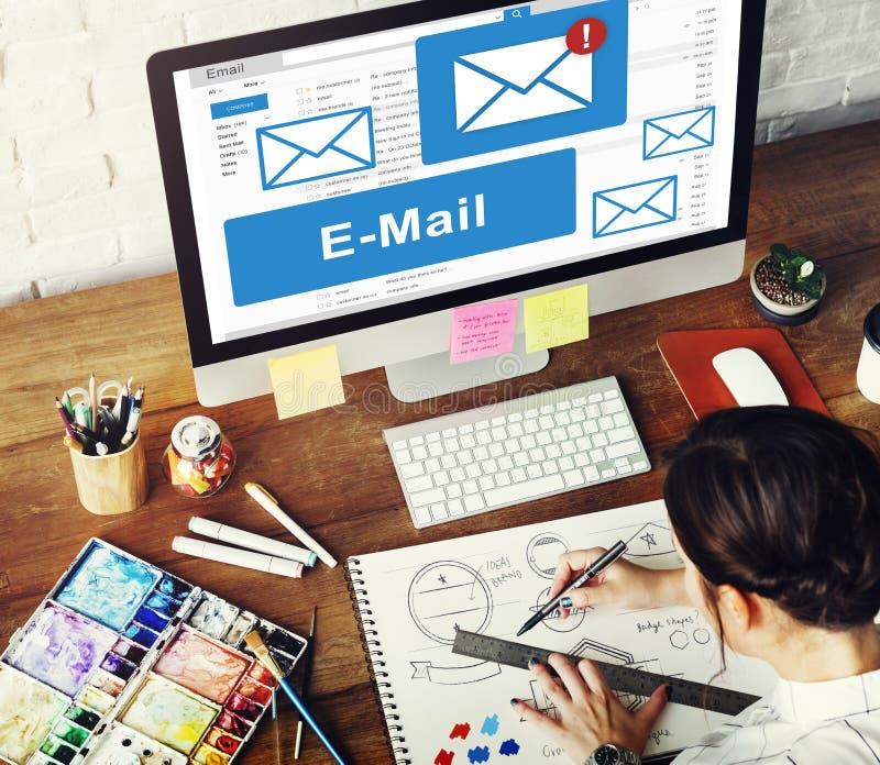 Concepto de la tecnología de comunicación de la correspondencia del email imagen de archivo