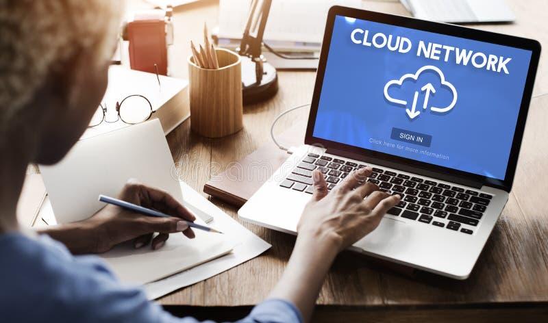 Concepto de la tecnología de la información de datos del almacenamiento de la red de la nube fotografía de archivo libre de regalías