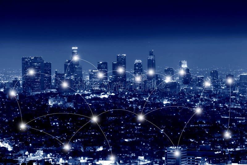 Concepto de la tecnología de la red y de la conexión de ciudad de Los Ángeles imagenes de archivo