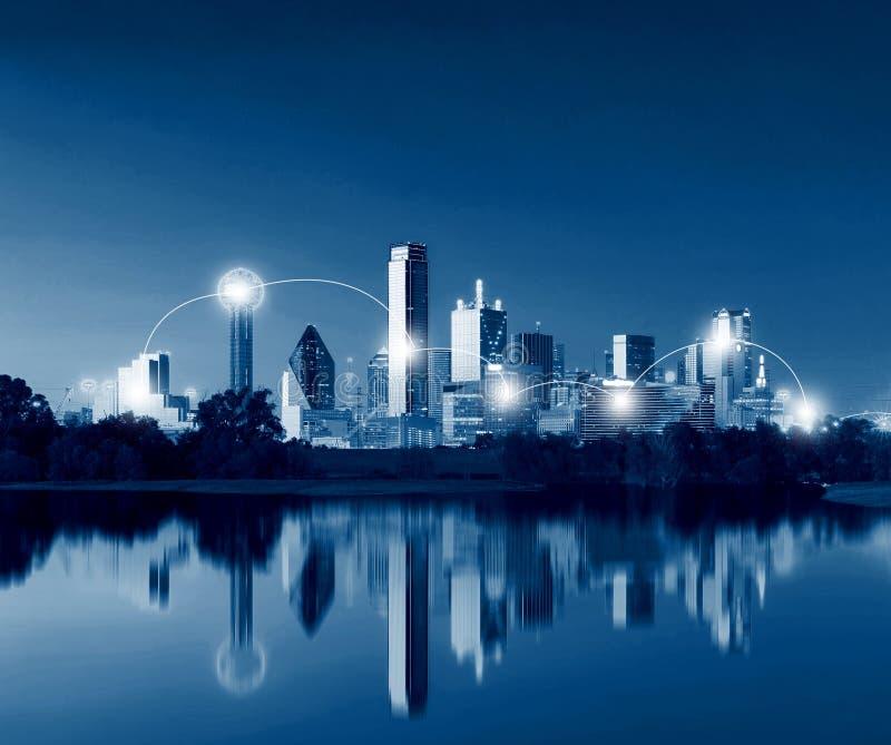 Concepto de la tecnología de la red y de la conexión de Dallas Skyline Refl foto de archivo libre de regalías