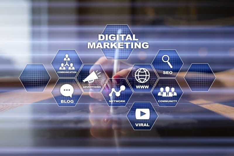 Concepto de la tecnología del márketing de Digitaces Internet En línea Optimización de buscadores SEO SMM publicidad video imágenes de archivo libres de regalías
