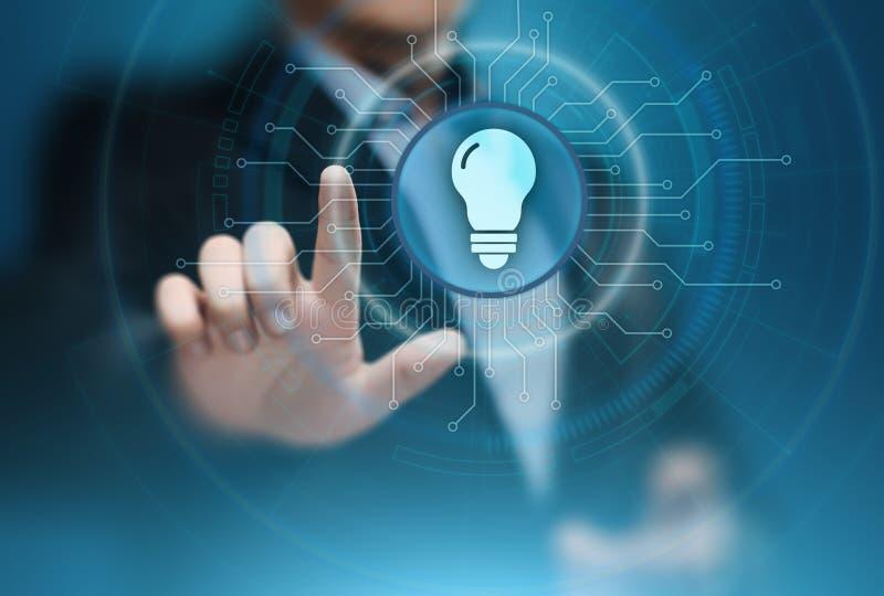 Concepto de la tecnología del negocio de la solución de la innovación de la bombilla fotos de archivo libres de regalías