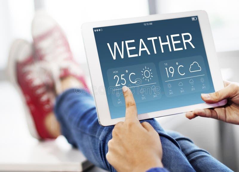 Concepto de la temperatura del pronóstico del informe meteorológico imagen de archivo