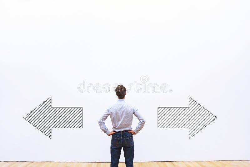 Concepto de la toma de decisión, de la opción o de la duda imagen de archivo