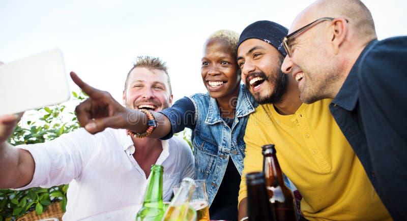 Concepto de la unidad de la foto de Selfie de los amigos de la diversidad imagen de archivo
