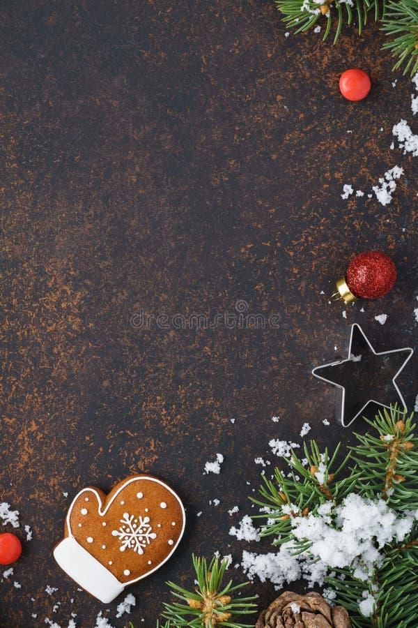Concepto de la venta de la Navidad con la galleta y el caramelo del pan de jengibre fotografía de archivo libre de regalías